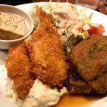 お出掛けついでに新食堂街のスエヒロにて本日のランチを♬ハンバーグと白身魚のフライでした♬これにスープボウルでサーブされるコーンスープが老舗洋食屋さんはしくて良い♬