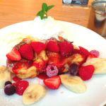 ベリーパンケーキ。スフレタイプでパンケーキ自体に味があります(●'w'●)   ドリンクセットで1500円でなかなかのボリューム。