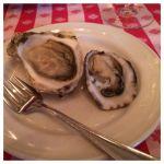 厚岸&カナダの生牡蠣。カナダ、ビクトリアの牡蠣はクリーミー。北海道、厚岸のかはフレッシュ感満点。もっと頂きましたが、飲んでいたので撮影忘れました。m(_ _)m