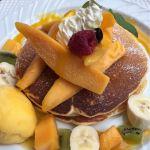 Cafe de Esola 季節限定のマンゴーのパンケーキ。マンゴーたっぷり。マンゴーソースでいただくようになっていました。パンケーキはもちふわ〜な感じで美味しかったです。