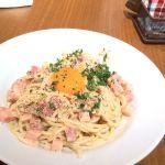 あっさりカルボナーラ、真ん中には博多で有名な「つまんでごらん」の黄身がどーん主張してます。生パスタでベーコンが美味しかったです。