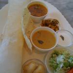 オリエンタル ラージでドーサランチなう。ついドーサを頼んじゃったけど、北インド料理のほうが無難だったかも。