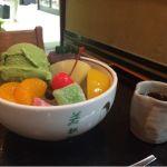 クリームあんみつ(抹茶)。アイスクリームは他に小倉、バニラとある。