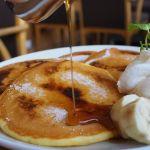 喫茶店 キーフェル 阪急32番街店シブーストパンケーキ。フランス産発酵ミルクバター【レ・リボ】を使用し、1枚1枚手焼きで焼いてくれます。枚数も3〜5枚までオーダーできます。