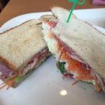 ベックスコーヒー   パストラミビーフと彩り野菜サンド  (飲み物付き:620円)  隣のおばさんに話し掛けられたので写真の前に一口食べてしまった。
