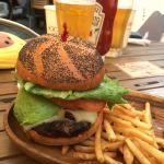 クアアイナ なんばパークス店 昼からビールとハンバーガーで幸せ〜