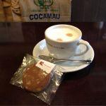 やなか珈琲店 2K540店。ホットミルクコーヒーとチョコレートクルミのクッキー。
