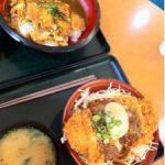 手打ちかつ 山武源 でもぐもぐ。ピーナッツ味噌カツ丼とかつ丼カレー。思っていたよりカツも厚切りでカレーもコクがありボリュームたっぷり!期待以上でした。美味しい!!