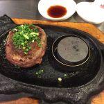 まかない食堂 極味や 福岡パルコ店焼肉屋である極味やのハンバーグ店。伊万里牛のハンバーグで、ほぼレアで提供されるので、ペレットで焼き加減を自分好みに調整。