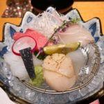 京懐石 美濃吉 そごう千葉店   向付   真鯛、トロまぐろ、サヨリ、アオリイカ、帆立貝炙り。黒いのは海苔。