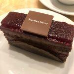 オシャンティーなケーキ🎂 ショコラ フランボワーズ🍰#ジャン=ポール・エヴァン 表参道ヒルズ店 #JPH #表参道 #ヒルズ