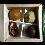 HIGASHIYA GINZAの一口菓子 バターやクリームチーズをセミドライフルーツに詰めたお菓子 お好みで詰めてもらいました。