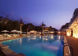 【ホテルニューオータニ】ナイトプールでDJミュージックと美食に酔いしれる「プールサイドビアガーデン」