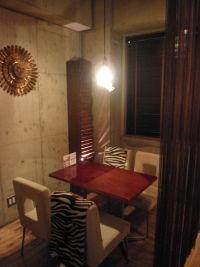 個室のようなテーブル席は女子会に大人気♪予約必須??