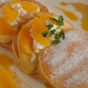 自家製リコッタとフレッシュオレンジのパンケーキ(期間限定)