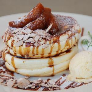 焼きりんごとキャラメルのパンケーキ♡