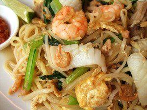 ホッケンミー。ビーフン麺と中華麺の2種類を使う珍しい汁焼きそばです。