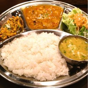 東京でほうれん草カレーが美味しいインドカレーのおすすめ店