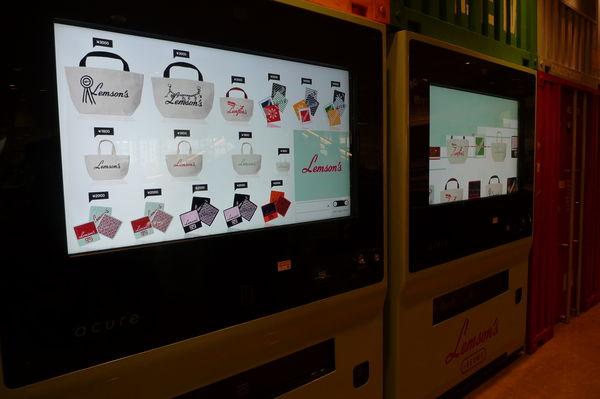 ソフトクリームだけじゃない!オリジナルグッズが新型自動販売機で買える!