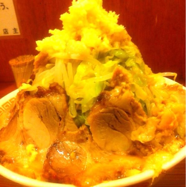 自家製太麺ドカ盛 マッチョ 難波千日前店