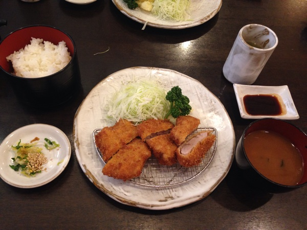 サクサクの食感が病みつきなる、とんかつの名店すゞ家 大須赤門店。
