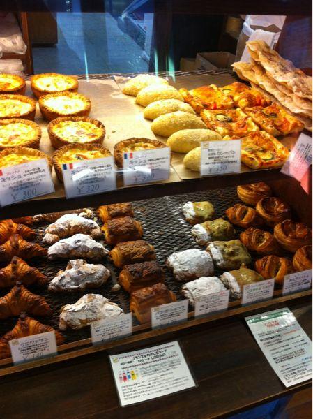 フランスの伝統とみかげ石床窯で焼き上げるパンと焼き菓子の専門店「ブランジェリー ぱぴ・ぱん」