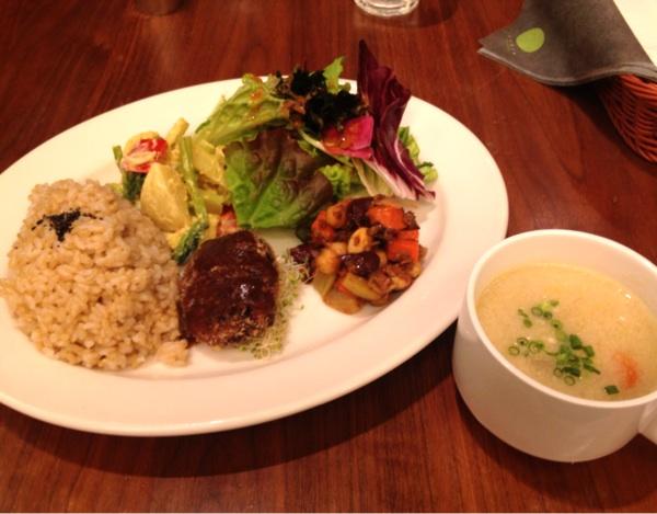 チャヤマクロビカフェ アンド デリ 日比谷店(CHAYA MACROBI CAFE & DELI)