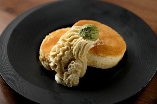 さつまいものふわふわパンケーキ 単品1,000円/ドリンクセット1,380円