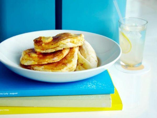 「リコッタパンケーキ w/フレッシュバナナ、ハニーコームバター」1,620円(税込)