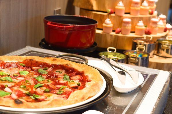 季節のストロベリーピザ、ストロベリーカップケーキ