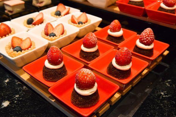 ストロベリーとスイスチョコレートのフィナンシェ、ストロベリータルト