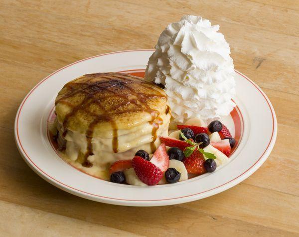 ●銀座店限定『とろーりクリームのクレームブリュレパンケーキ』1,380円