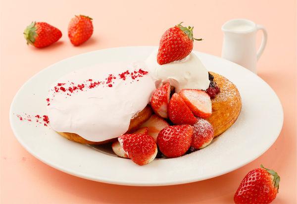 あまおうとふわっとストロベリームースのパンケーキ 1,900円(税抜)