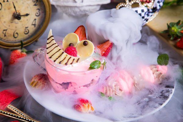 【絵本の国のアリス限定】チェシャ猫のストロベリーハント 860円