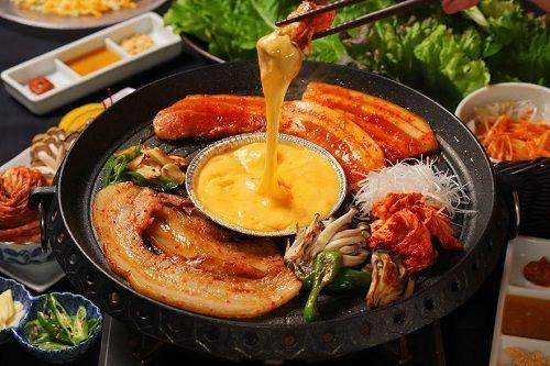 とろ~りチーズで食べる「三元豚のサムギョプサルコース」4300円(税込)