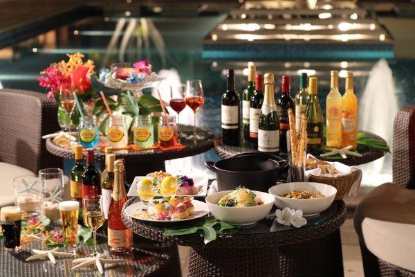 煌めく神戸の夜景とともにトロピカル気分を愉しむワイン&ビアガーデン