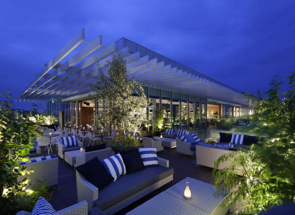 MEAL TOGETHER ROOF TERRACE