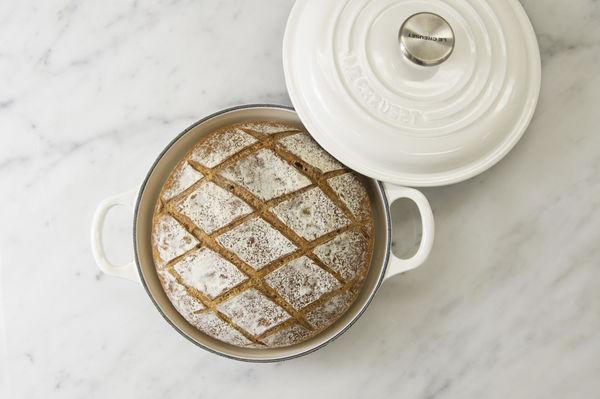 ■ル・クルーゼ鍋で焼いた「燻製カンパーニュ」