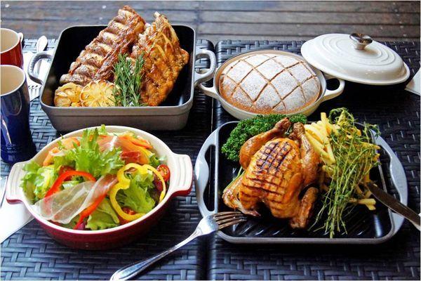 ■パンにぴったりな華やかな肉料理