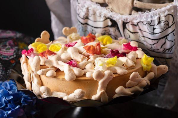ホネホネ・ボーン 柿とフロマージュブランのケーキ