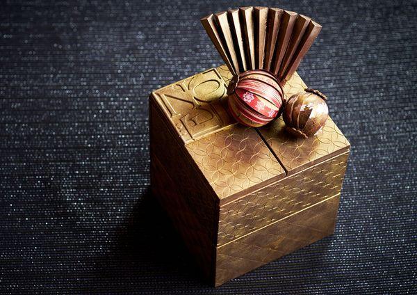 玉手箱 de Noel 30,000円(税別)※限定10台(13.5×13.5×14.7cm)