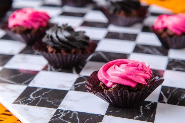 2色の一口バラケーキ