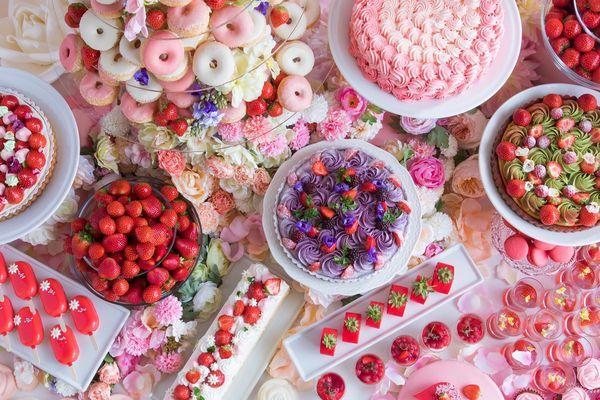 花の妖精が集うストロベリーデザートビュッフェ ~お花の世界にかこまれて~