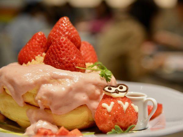 【期間限定】マカダミアナッツいちごのパンケーキ