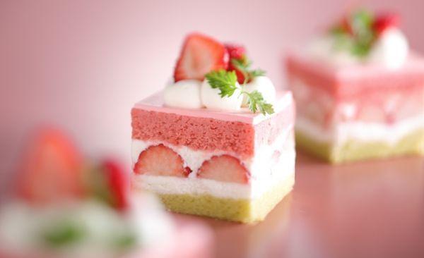 菱餅をイメージした鮮やかかわいいショートケーキ!