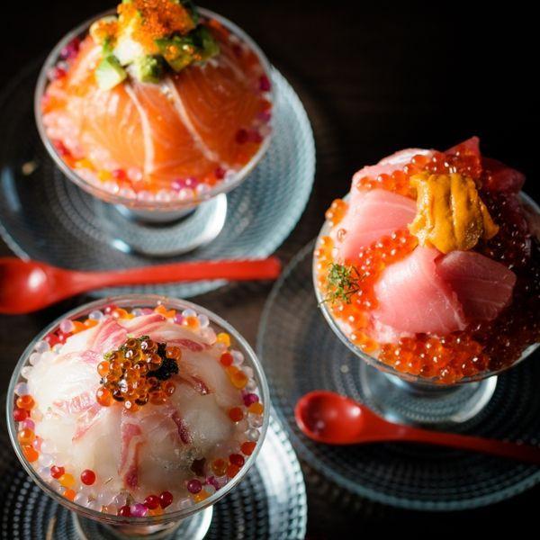 グラスに入った華やかな海鮮丼は「まるでパフェ!?」