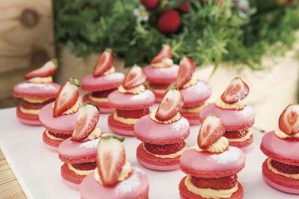 苺とカスタードをサンド「ストロベリーマカロン」