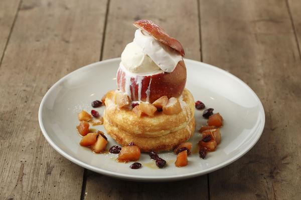 11月「まるごとリンゴのパンケーキ ホットカスタードソース」(本体価格 1,600円)