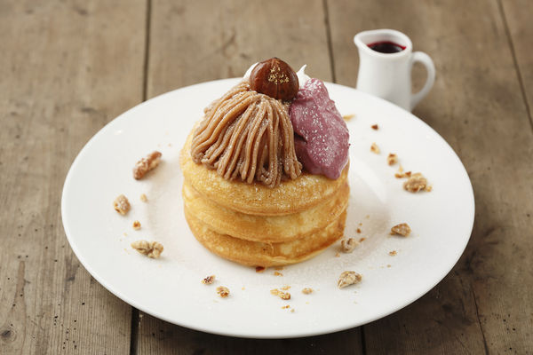 モンブランとカシスのパンケーキ(本体価格 1,450円)