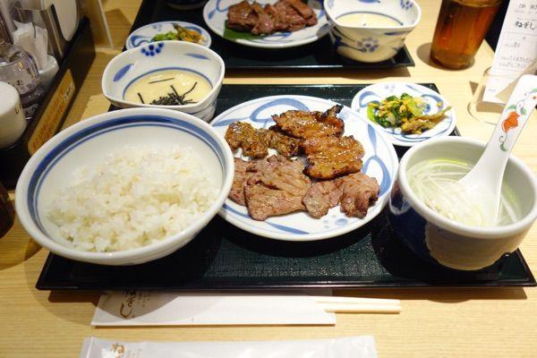 牛たん ねぎし 横浜ジョイナス店実は10年ぶりのねぎし。ねぎし(白たん薄切り)とブラッキー(カルビ)のハーフアンドハーフ。ご飯を3杯🍚🍚🍚食べたのは内緒だ😎